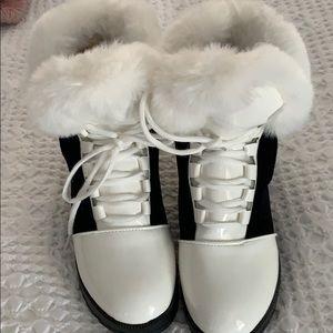 Size 7 White Boots/Boutique Posh